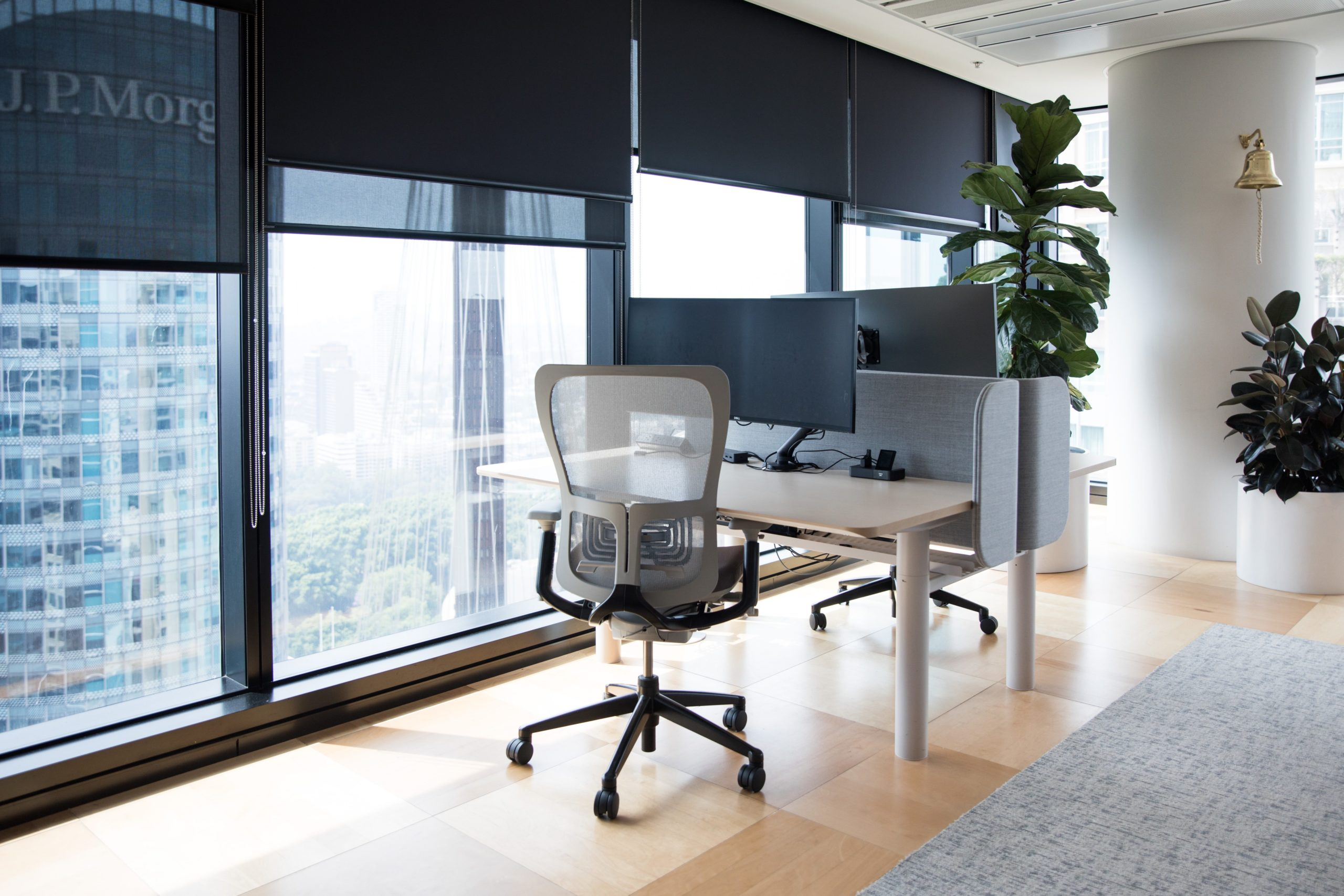 modern-office-fitout-interior-in-a-commercial-buil-GNJ6R8C